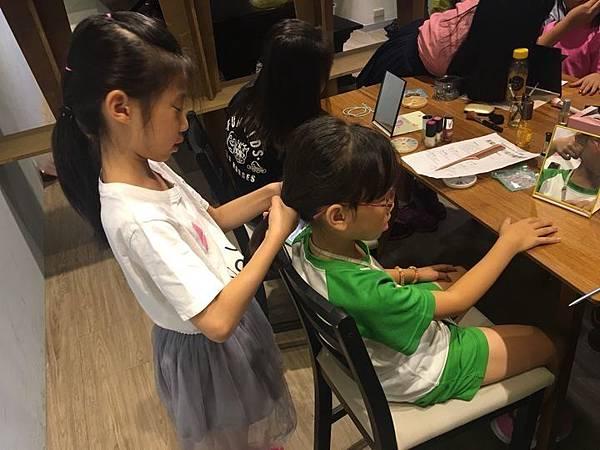 20180629 美甲美髮課 016.jpg
