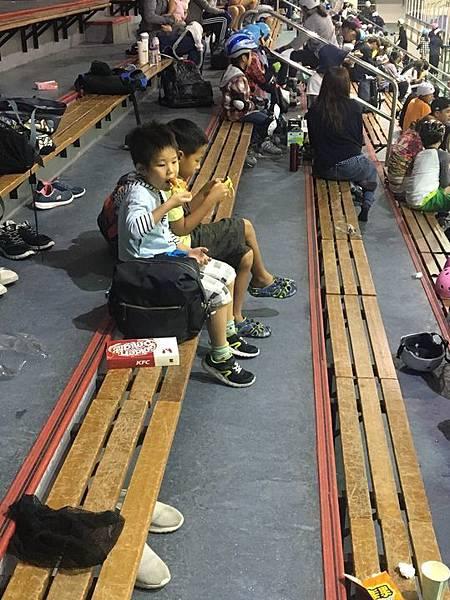 20180829 調整座位與換新紗網、小巨蛋溜冰刀 033.jpg