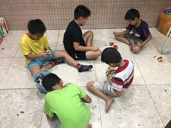 20180831 火鍋午餐、下週主題報告大綱、汪汪桌遊社 011.jpg