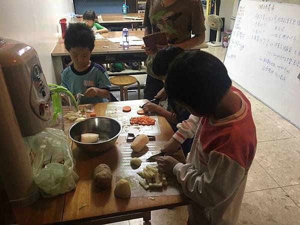 20181004 烹煮玉米濃湯 001.jpg