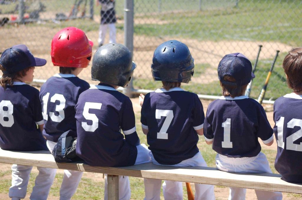 bigstock-Kids-Baseball-Team-Jpg-2274016-c-r.jpg