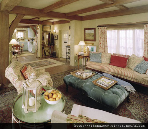 holiday-iris-livingroom.jpg