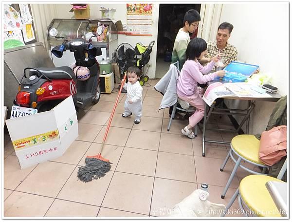 20130131 小安拖地【1Y2M22D】 (1)