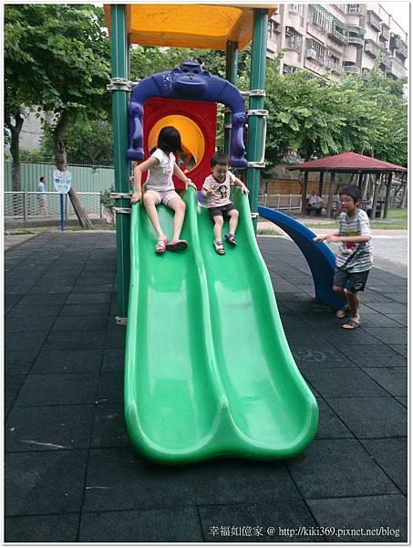 小安公園玩沙2Y9M22D (1).JPG