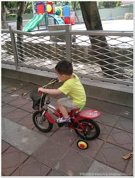 小安騎腳踏車2Y9M29D (6).JPG