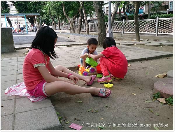 20150510 公園玩沙 (6).JPG