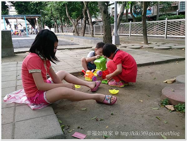 20150510 公園玩沙 (7).JPG