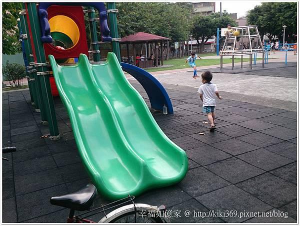 20150510 公園玩沙 (9).JPG
