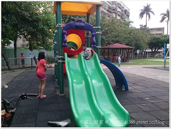 20150510 公園玩沙 (10).JPG