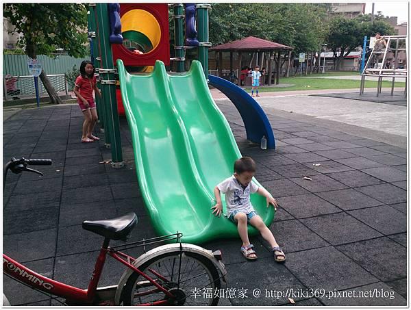 20150510 公園玩沙 (11).JPG