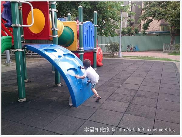 20150510 公園玩沙 (14).JPG