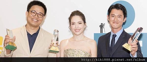 右起、許瑋甯、曾瀚賢三位影人在七夕佳節特地來接受APN亞洲製片人協會頒發年度傑出影人獎項。3