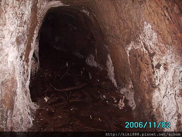 「魔神仔洞」,當地人傳說山洞住了「魔神仔」,會迷惑登山客在山裡亂逛。.JPG