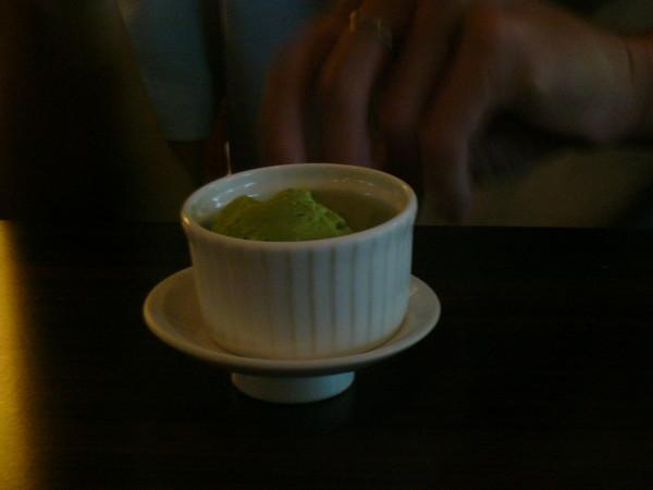 像是漂浮在空中的抹茶冰淇淋