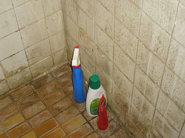 讓我們來看看浴室的一角.JPG