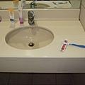 洗手台~只拍到一半 左手邊還有另一半的檯面