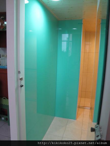 IM 泥作工程 高亮釉瓷磚浴室G_8202