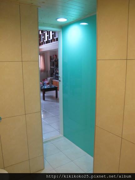 泥作工程 高亮釉瓷磚浴室