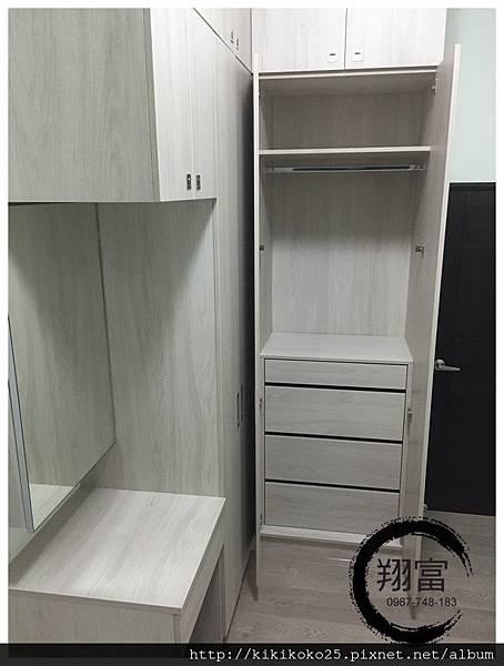 5 翔富裝潢 系統櫥櫃 衣櫃 轉角櫃 化妝台 BLUM.JPG