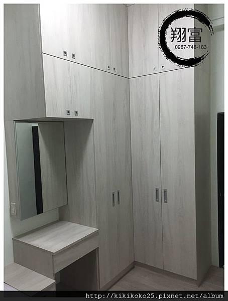 1 翔富裝潢 系統櫥櫃 衣櫃 轉角櫃 化妝台 BLUM.JPG