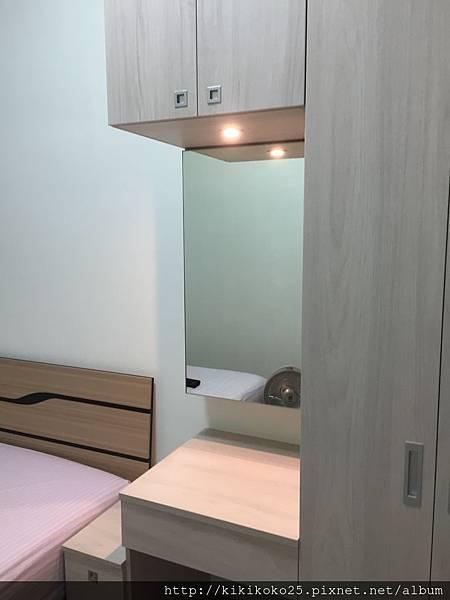 12 翔富裝潢 系統櫥櫃 衣櫃 轉角櫃 化妝台 格抽 BLUM五金 鏡箱.JPG
