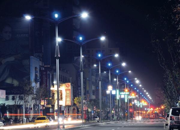 左營區_道路闢建與照明改善.jpg