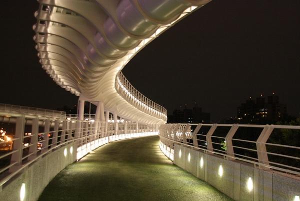 左營區_翠華路自行車道景觀橋樑.jpg