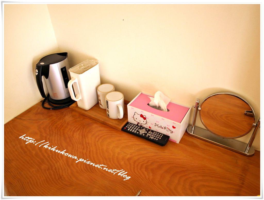 房間內小桌.JPG