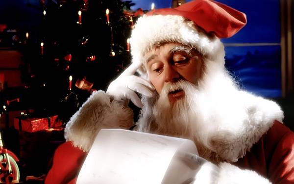 Free-Christmas-Wallpaper-Santa-Claus-Reading-Your-Wish-List