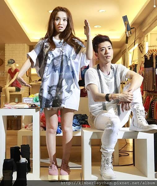 Kimberley和JPM小傑在愛你MV中扮假人模特兒