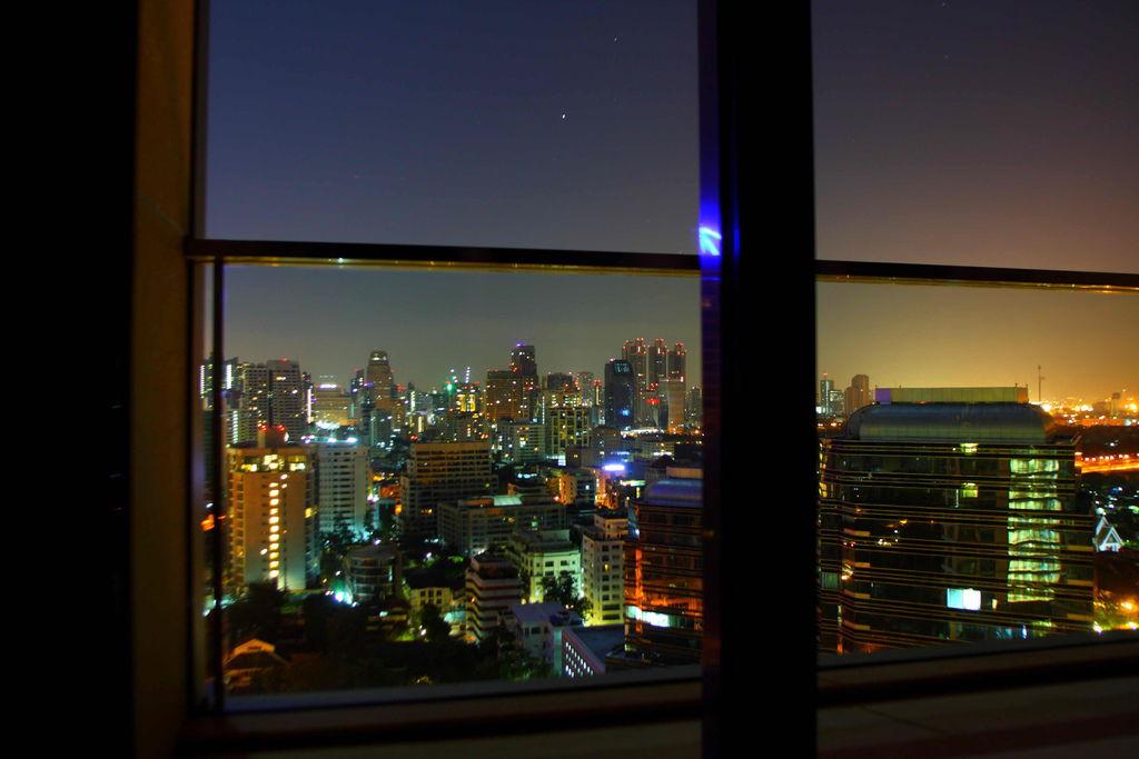 晚上睡不著看這美麗的窗外