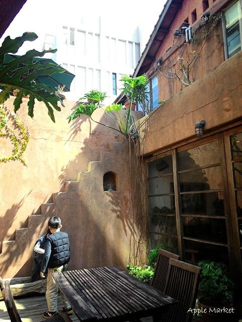 1425212103 1810643114 - 藍洞義式廚房@紅磚屋內的微妙空間 還有豐盛的自助式沙拉吧 勤美誠品商圈特色餐廳