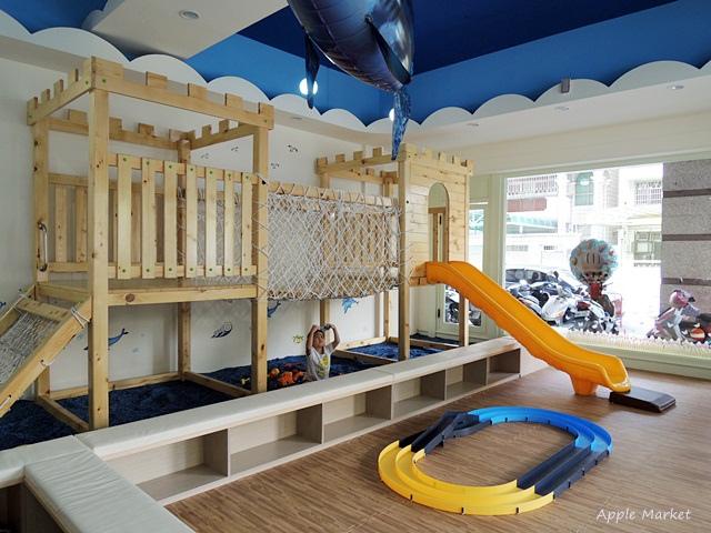 童遊食堂@海洋風格漂亮沙坑 安全的室內親子遊戲區 自助式簡易沙拉吧 平價消費不收服務費