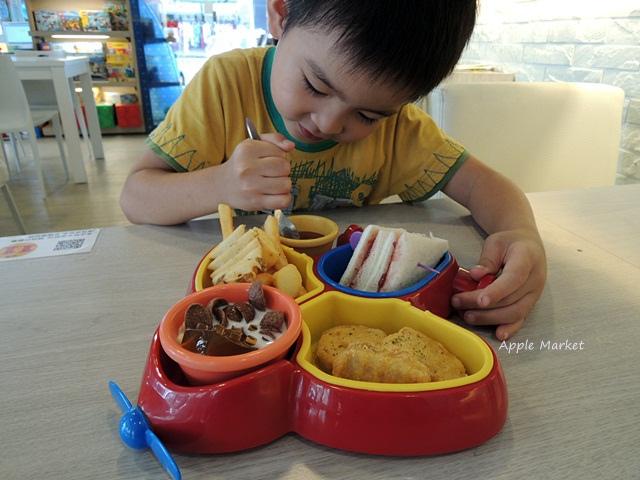 瑪客思廚房@台中親子餐廳推薦 不只有樂高積木可以玩 還有樂高積木兒童餐