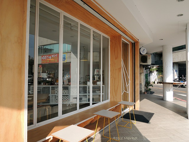 1446385832 2696395239 - Café Paper Flight紙飛機@極簡風氣質小店 簡約早餐盤讓人很喜歡 可以悠閒閱讀 也能輕鬆聊聊(已歇業)