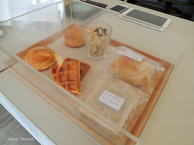 1447724741 3402701761 - Café Paper Flight紙飛機@極簡風氣質小店 簡約早餐盤讓人很喜歡 可以悠閒閱讀 也能輕鬆聊聊(已歇業)