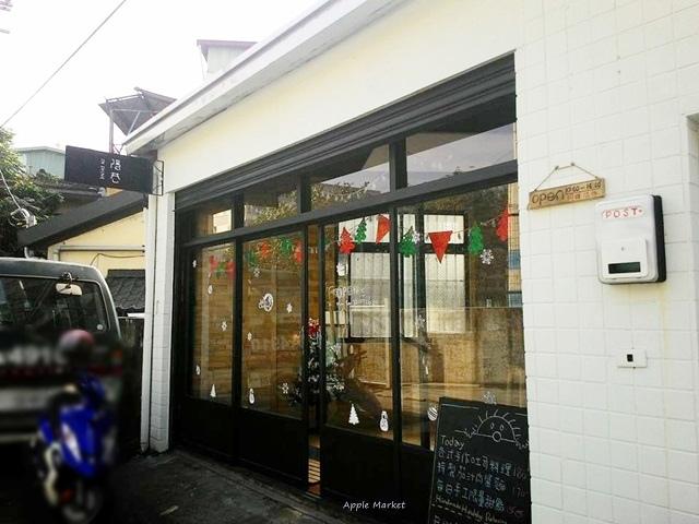 隱巷@隱藏在巷內的手工咖啡館 不只有手作吐司 連裝潢桌椅也是店主手工製作