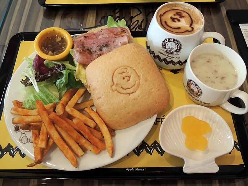1452141215 2965058581 - 查理布朗咖啡Charlie Brown Café@萬國旅行風格台中店 真實感受漫畫人物的歡樂氣氛 大人小孩都喜歡