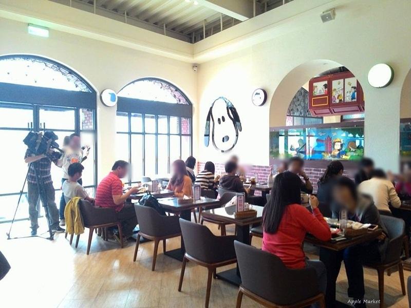 1452156425 3853558544 - 查理布朗咖啡Charlie Brown Café@萬國旅行風格台中店 真實感受漫畫人物的歡樂氣氛 大人小孩都喜歡