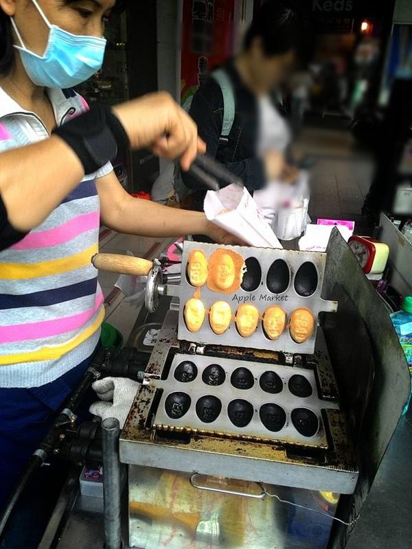 1459835016 2873229140 - 無名10元雞蛋糕@中友百貨對面眼鏡行前小車攤 鬆軟紮實的傳統蛋型雞蛋糕 讓人懷念的古早味