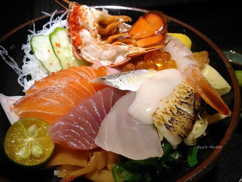 八坂丼屋@中友百貨平價排隊美食 日式生魚片海鮮丼飯熟食丼 份量大附味噌湯免費熱茶 每日限定海鮮丼還吃得到龍蝦喔