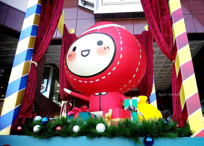 2016中友百貨聖誕樹 歡樂聖誕來和毛毛蟲打招呼 可愛插畫的聖誕小王國