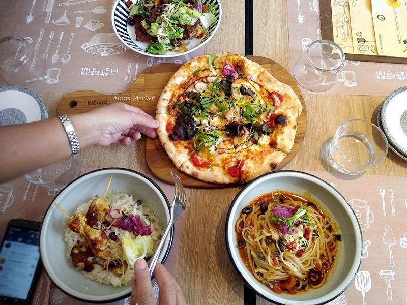 日許時間@北區新開幕義式咖啡館 披薩 義大利麵 燉飯 健康清爽風味 梅川河岸綠意盎然 雜貨風乾燥花超好拍