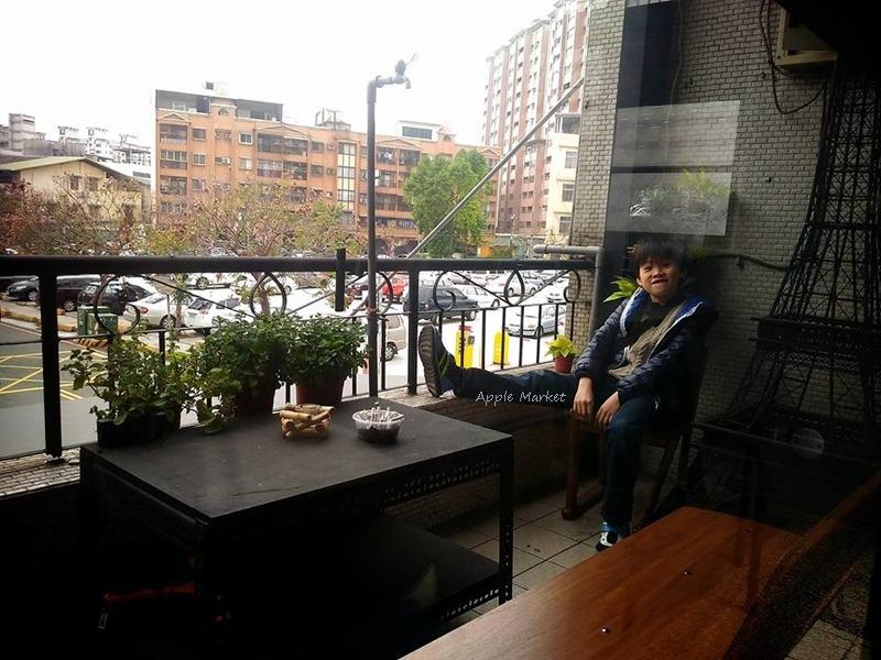 1488204547 868995228 - Root caf'e(鹿特)@北屯新開張老屋咖啡館 鋼鐵時尚正流行 復古空間混搭貨櫃牆 水湳市場旁