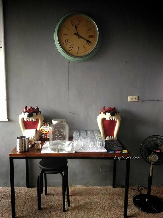 1488205437 57111 - Root caf'e(鹿特)@北屯新開張老屋咖啡館 鋼鐵時尚正流行 復古空間混搭貨櫃牆 水湳市場旁
