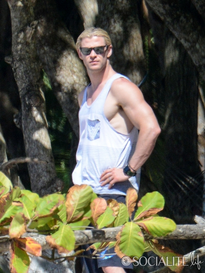 chris-hemsworth-muscles-costa-rica-01212013-11-675x900