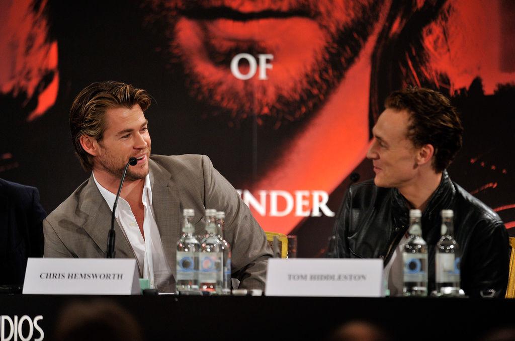thor-chris-hemsworth-tom-hiddleston-foto-conferenza-stampa-londra-8