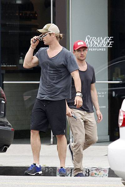 Chris+Hemsworth+Chris+Hemsworth+Runs+Errands+uc9VQz-HTjtx