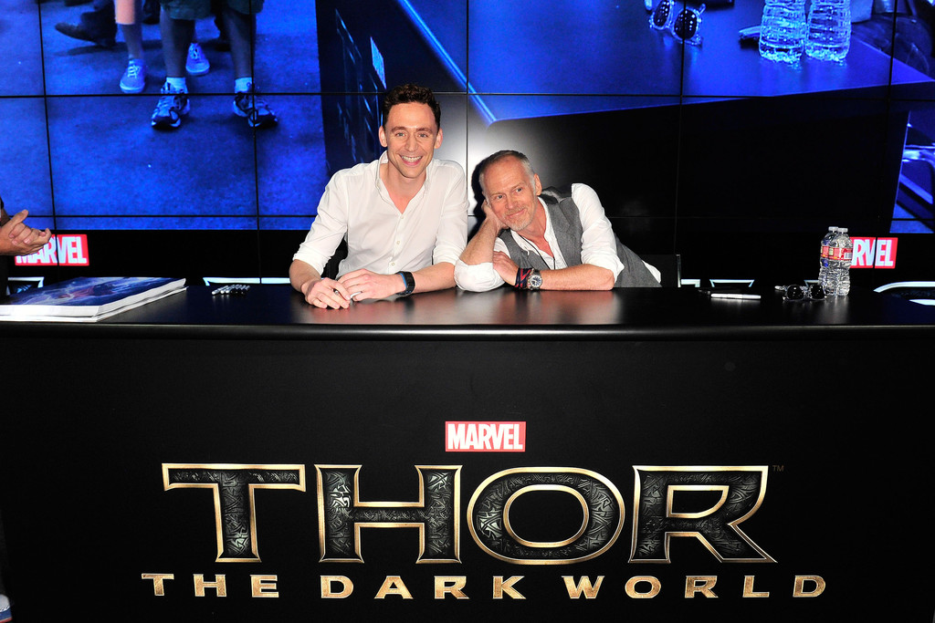 Tom+Hiddleston+Tom+Hiddleton+Greets+Fans+Comic+qEO5bnZ1f6Ax