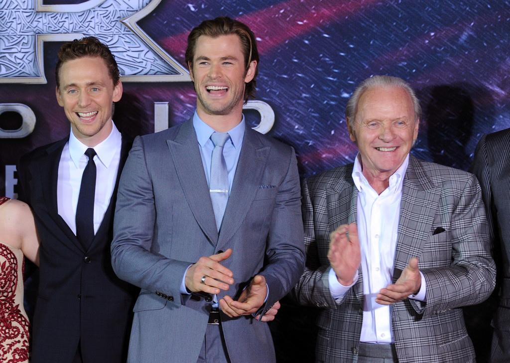 Tom+Hiddleston+Premiere+Marvel+Thor+Dark+World+Y4Hd_fuE1yNx.jpg
